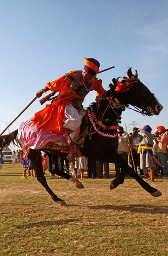 Hola Mohalla Festival with Le Passage to India Journeys