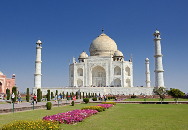 Scaffolding removed at the Taj Mahal